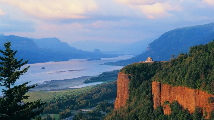 Columbia River Gorge (Image by Larry Geddis)