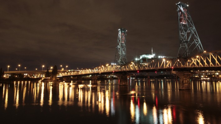 Hawthorne Bridge in Portland, Oregon (Image by Pedal Speed 3)