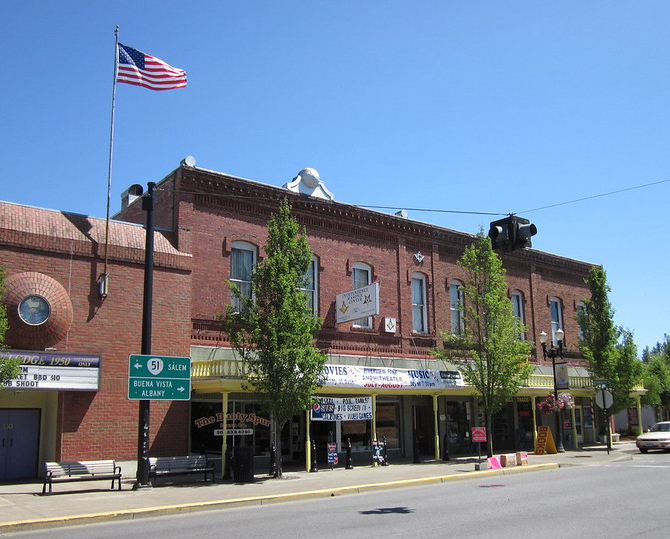 Image of building in downtown Independence, Oregon