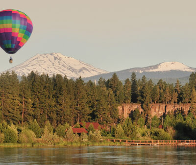 Hot air balloon over Bend