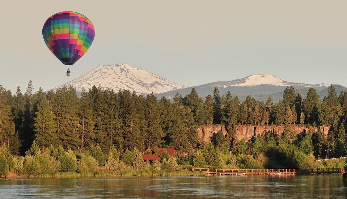 Hot air balloon over Bend